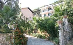 KASTRO MAISTRO  ACCOMMODATION IN  Agios Ioannis LEFKADA IONIAN ISLANDS