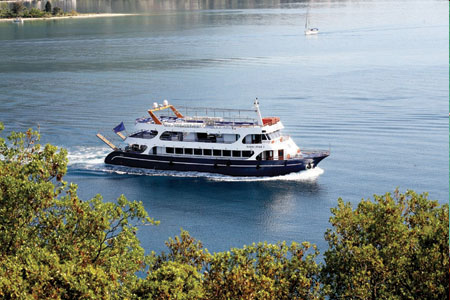 NIDRI STAR  CRUISES IN  Nidri