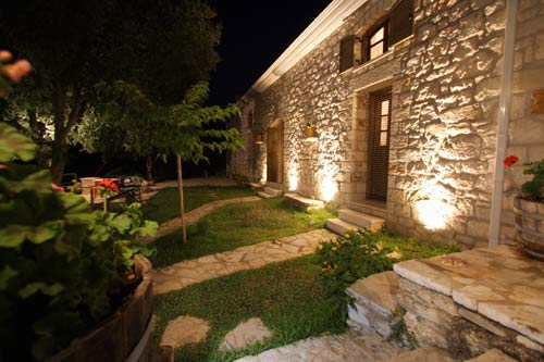PETRINO APARTMENTS  ACCOMMODATION IN  SYVROS
